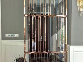 为什么家居进门玄关比较流行现代简约的镂空不锈钢屏风?
