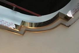 吊顶走一圈不锈钢线条安装时怎么固定?