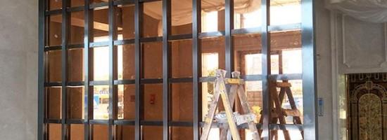 大型不锈钢屏风隔断安装方法