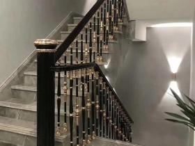 港式别墅单支柱铝艺楼梯护栏效果图