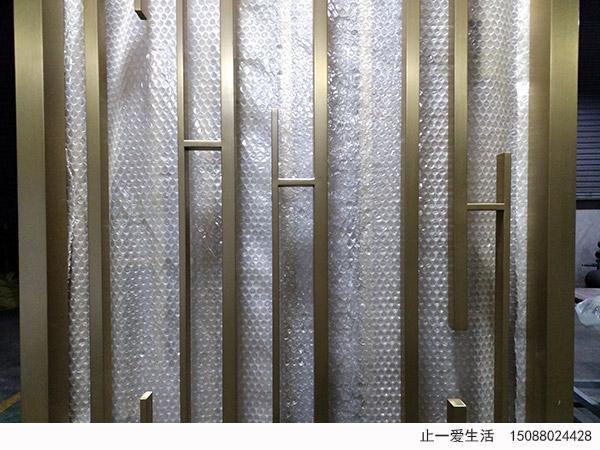 现代简约风格钛金不锈钢竖条屏风竖条焊接工艺细节图