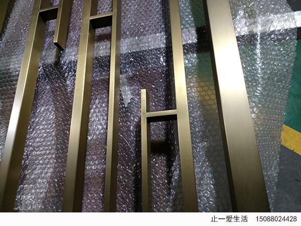 现代简约风格钛金不锈钢竖条屏风竖条焊接工艺细节图2