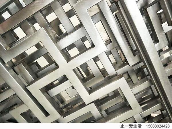 满焊的不锈钢屏风做完拉丝工序后的表面效果图