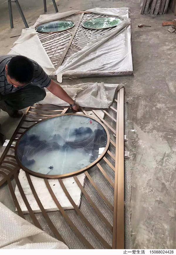艺术玻璃不锈钢屏风生产加工过程