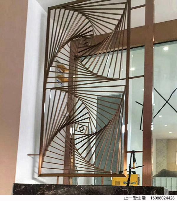 几何艺术艺术图案拉丝玫瑰金不锈钢屏风楼梯口安装效果图