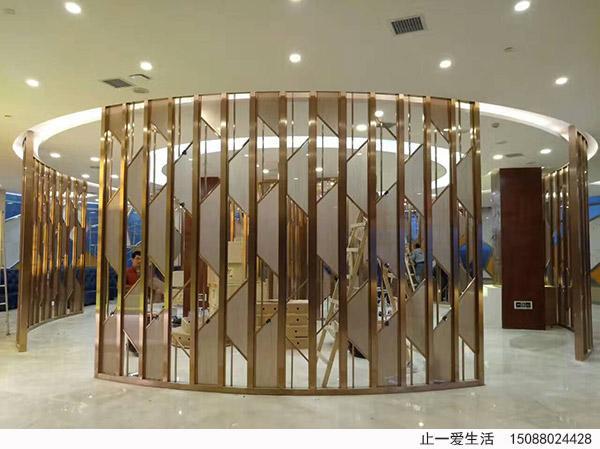 现代简约磨砂玻璃圆形中岛不锈钢屏风酒店安装效果图