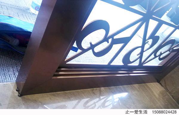 公司前台屏风地面打钉点焊焊接固定节点图