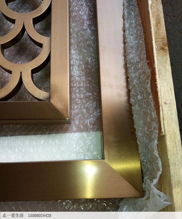 拉丝玫瑰金的平面鱼鳞花格屏风边框拼接工艺近大图2