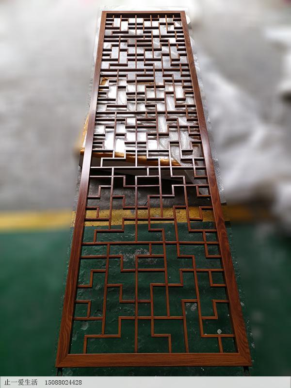 中式仿木纹不锈钢屏风隔断实物效果图1