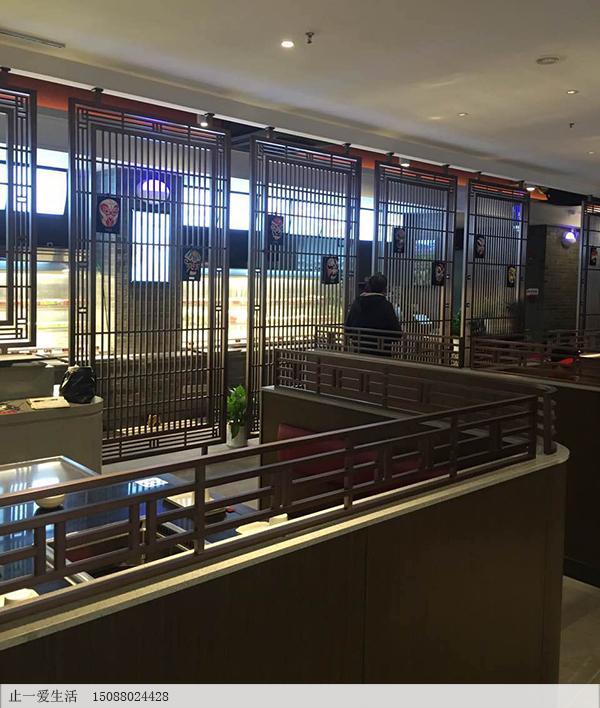 泰州一个火锅城的中式不锈钢屏风安装效果实例