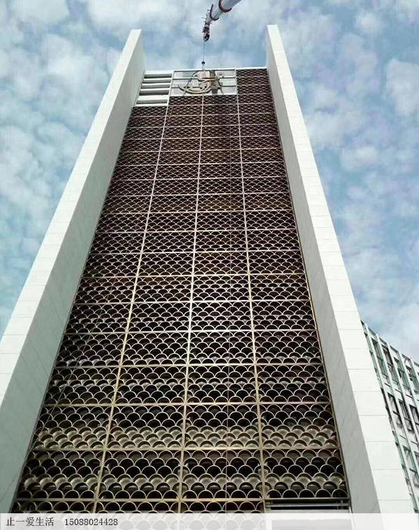 咖啡色氟碳漆大厦外墙室外不锈钢花格屏风,鱼鳞花格造型