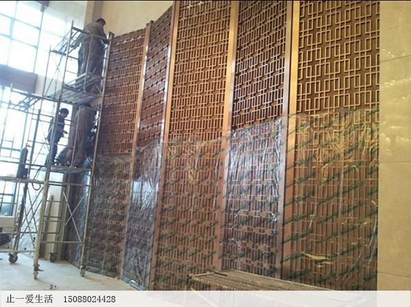 海南三亚酒店拉丝玫瑰金西字花格不锈钢屏风背景墙安装效果图