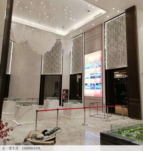 吾悦广场售楼处大厅透光墙壁不锈钢镂空花格屏风安装效果图1