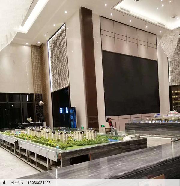 吾悦广场售楼处大厅透光墙壁不锈钢镂空花格屏风安装效果图2