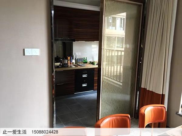 家居厨房与餐厅不锈钢框与夹丝玻璃屏风隔断安装固定