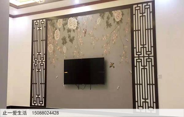 家庭安装在电视墙两边的古铜不锈钢花格