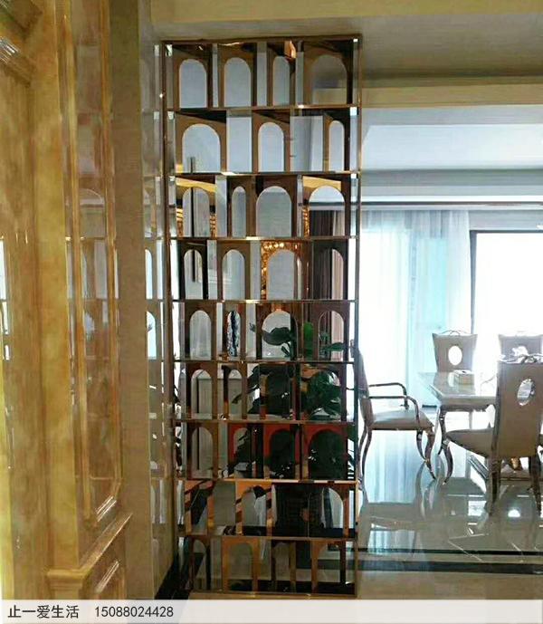 公司洽谈室镜面玫瑰金不锈钢屏风隔断安装效果图