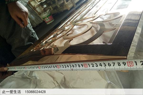 不锈钢板激光镂空的镜面玫瑰金屏风,弧形的玫瑰金屏风近大图6