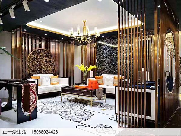 现代新中式客厅豪华不锈钢屏风装饰效果实拍图