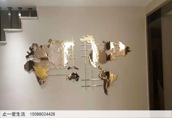 异样的金属屏风,竟然是一幅世界地图