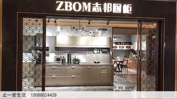 ZBOM志邦厨柜门店两边的镂空不锈钢屏风效果图