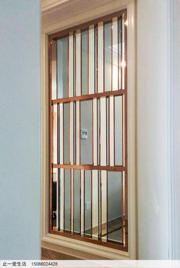 别墅内装饰的镜面玫瑰金不锈钢玻璃屏风,镶进墙内的屏风效果图
