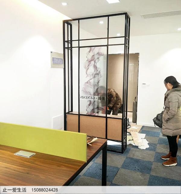 公司办公室门口放一个不锈钢装饰柜