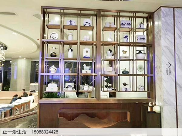 酒店、会所、地产销售大厅等商业公共场所拉丝玫瑰金的不锈钢装饰柜效果图1