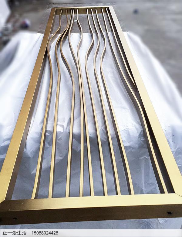 拉丝钛金不锈钢管条做成的简单屏风