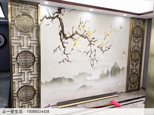 拉丝钛金不锈钢花格电视背景墙安装实拍图