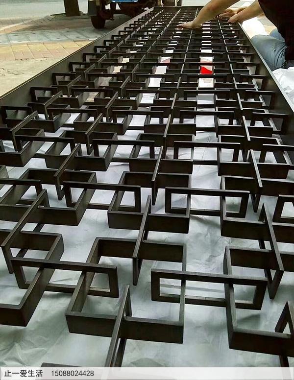 不锈钢扁钢加工而成的黑钛金不锈钢屏风