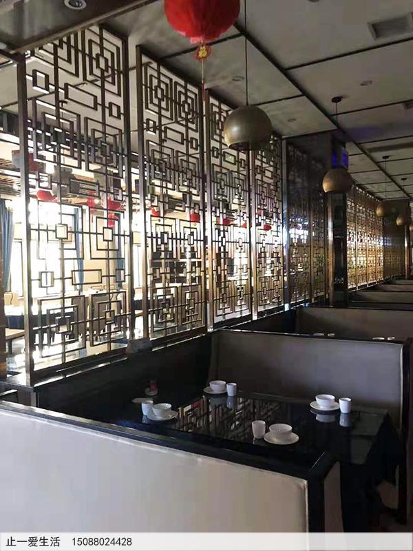 茶餐厅安装的拉丝香槟金中式不锈钢花格隔断