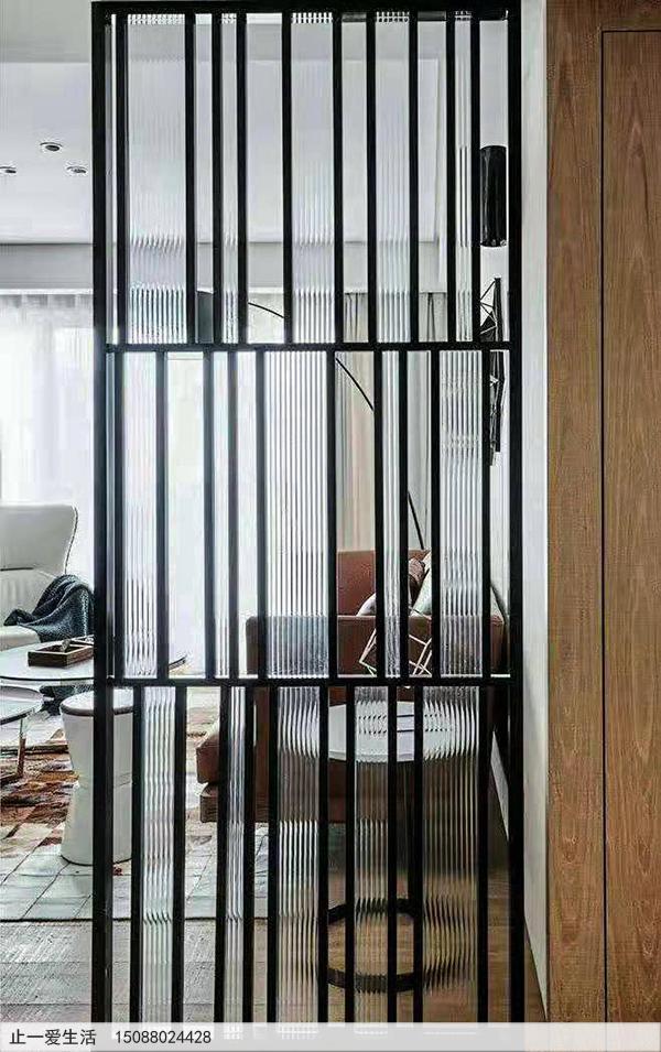不锈钢屏风家用客户进门隔断,水纹玻璃黑钛不锈钢屏风效果