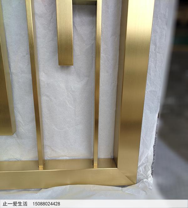轻奢风格的不锈钢屏风,拉丝黄铜元素