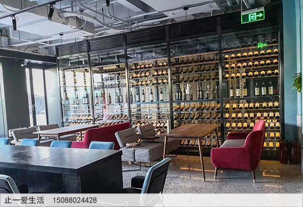 餐厅陈列式不锈钢酒柜效果图