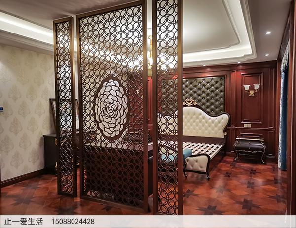 拉丝玫瑰金玫瑰花造型卧室床前不锈钢板激光镂空屏风隔断效果图