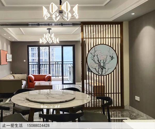 客厅与餐厅之间的不锈钢现代屏风隔断效果图