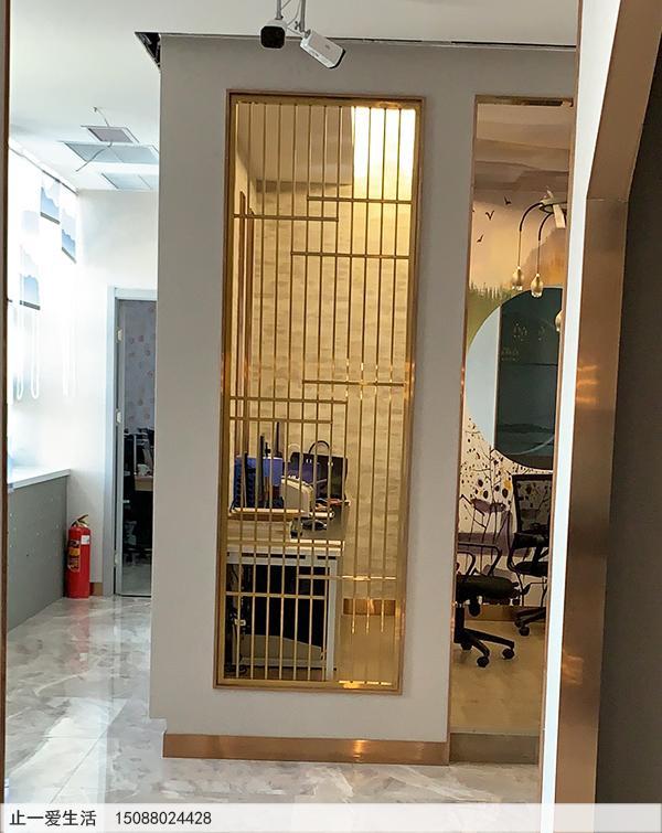 拉丝黄铜现代风格客厅进门玄关不锈钢屏风效果图