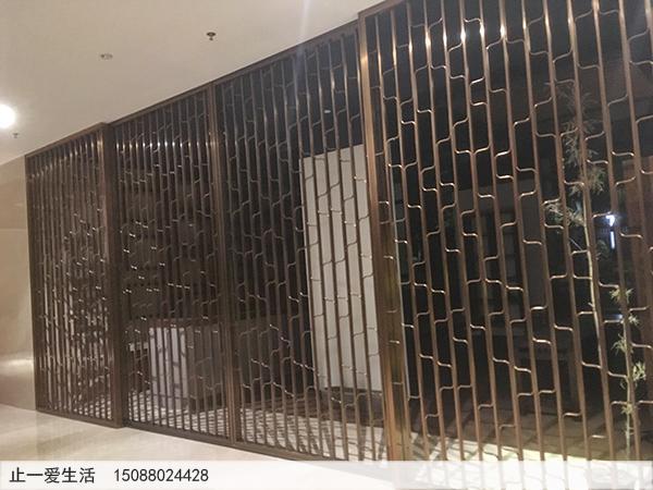 客厅装修不锈钢屏风图片-现代风格拉丝玫瑰金不锈钢花格屏风