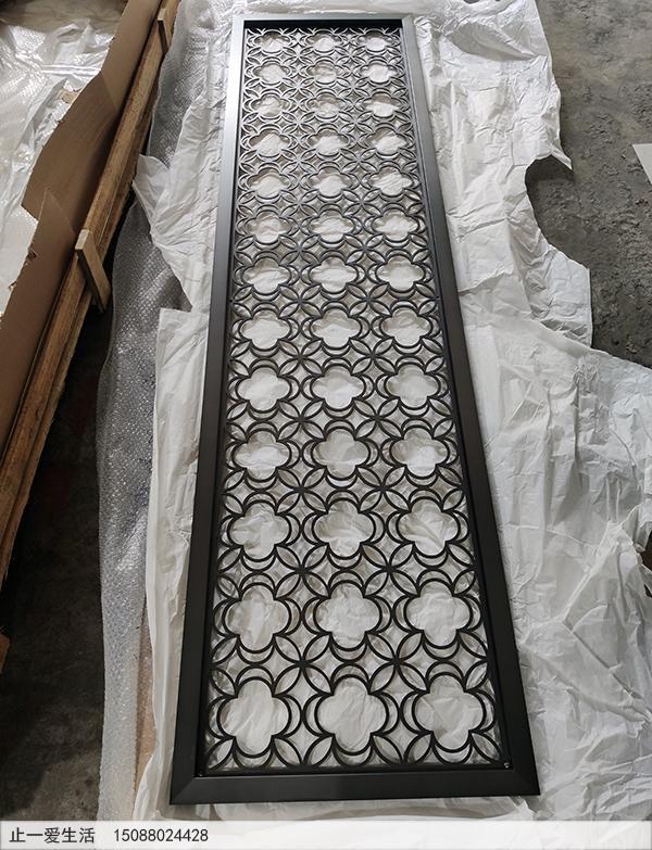 香港四叶草花纹拉丝黑钛不锈钢板激光镂空屏风效果图