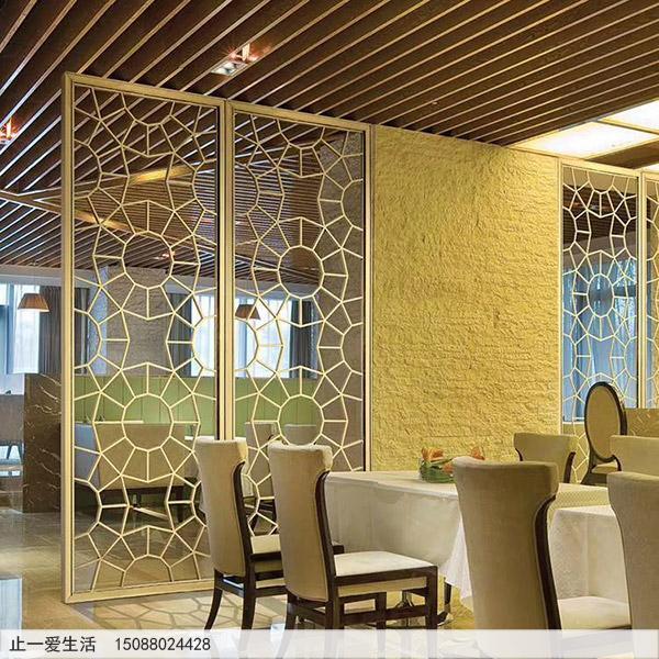 金色的不锈钢屏风西餐厅装饰效果图