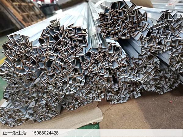 T型不锈钢金属装饰压条剪折批量加工图片