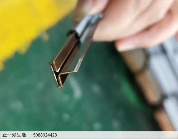T型不锈钢金属装饰压条剪折加工高清图片