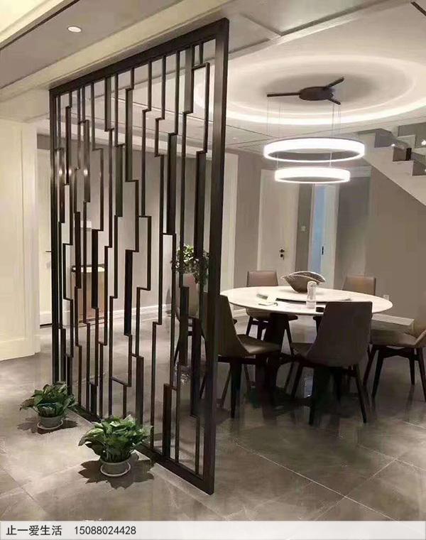 现代简约餐厅金属屏风隔断效果图