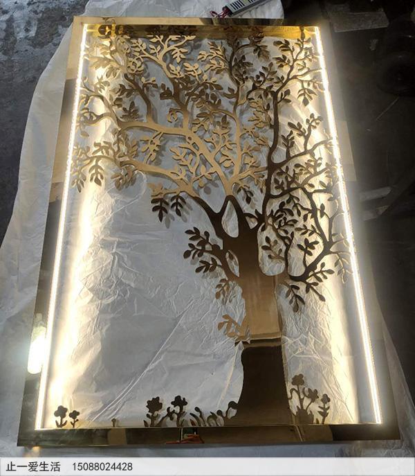 带灯光的树形不锈钢镂空花格成品图