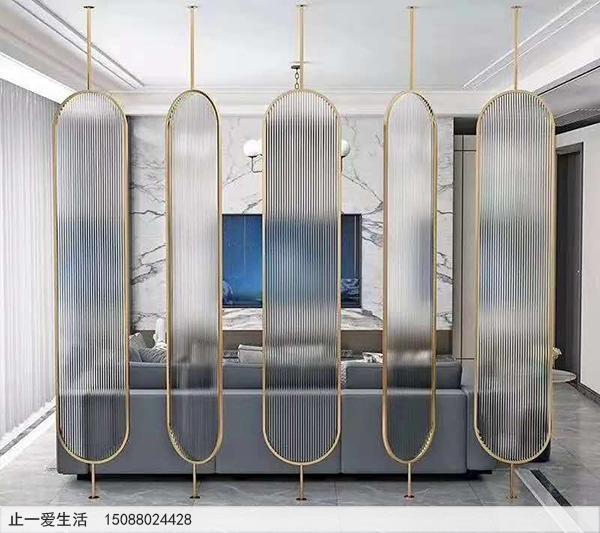 现代客厅不锈钢长虹玻璃屏风效果图