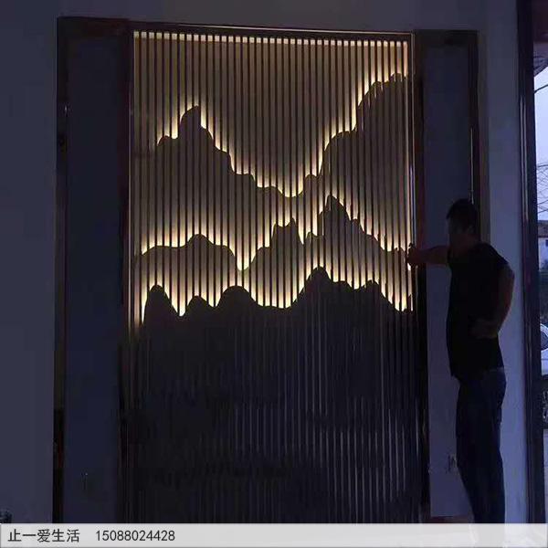 室内带白灯光的山形不锈钢背景墙屏风隔断图片