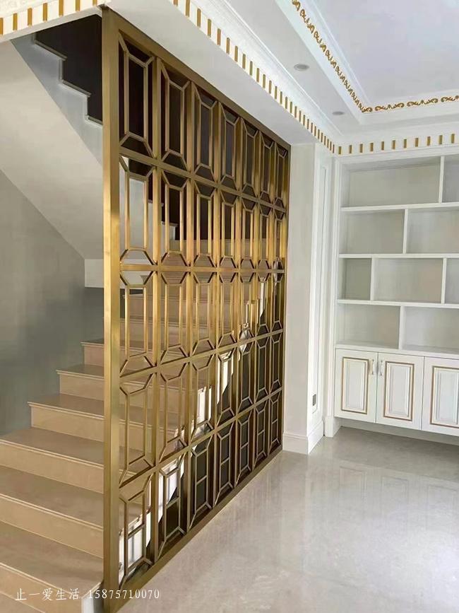 复试别墅遮挡楼梯不锈钢屏风实景图