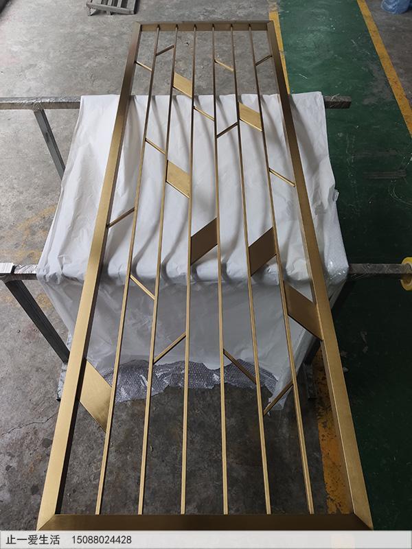 现代客厅北欧风格不锈钢屏风生产厂家实拍图