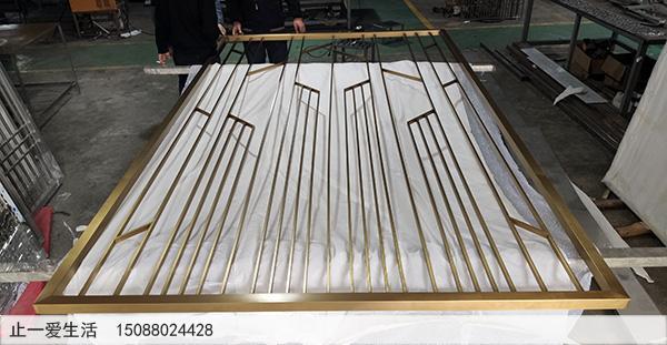 拉丝钛金现代北欧不锈钢屏风隔断生产厂家实景图